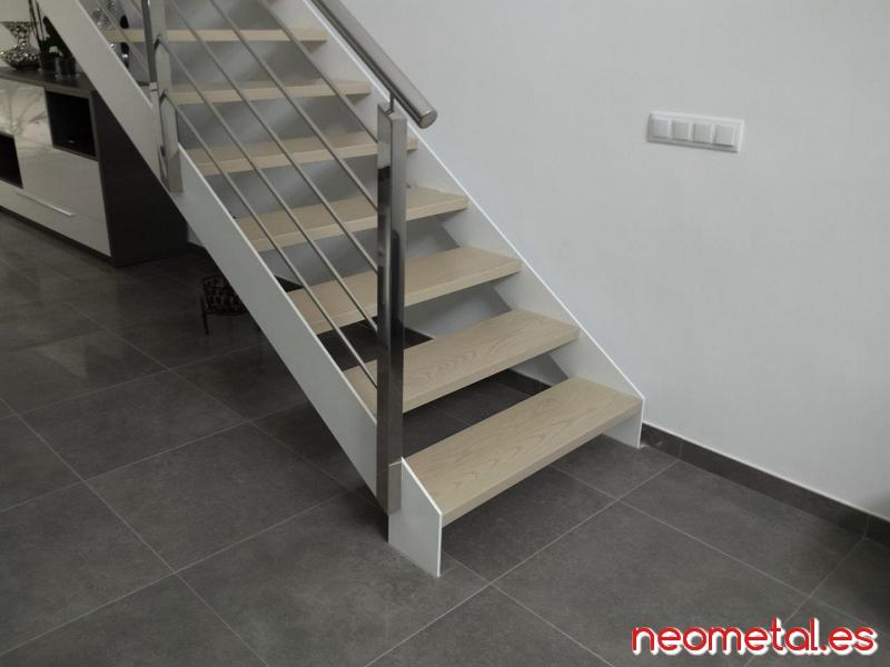 Escaleras de hierro para exterior ideas de disenos for Escalera recta de hierro y madera